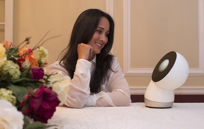 JIBO: робот-собеседник